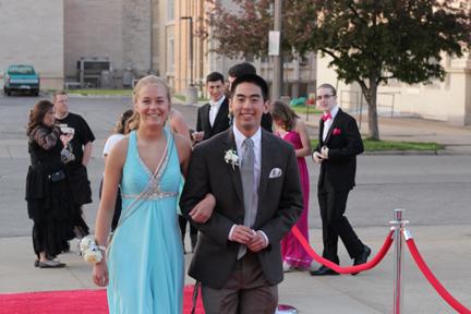 Sophomore Catherine Stamper and Senior Drew Samuelson. Photo Credit / Jordan Brown